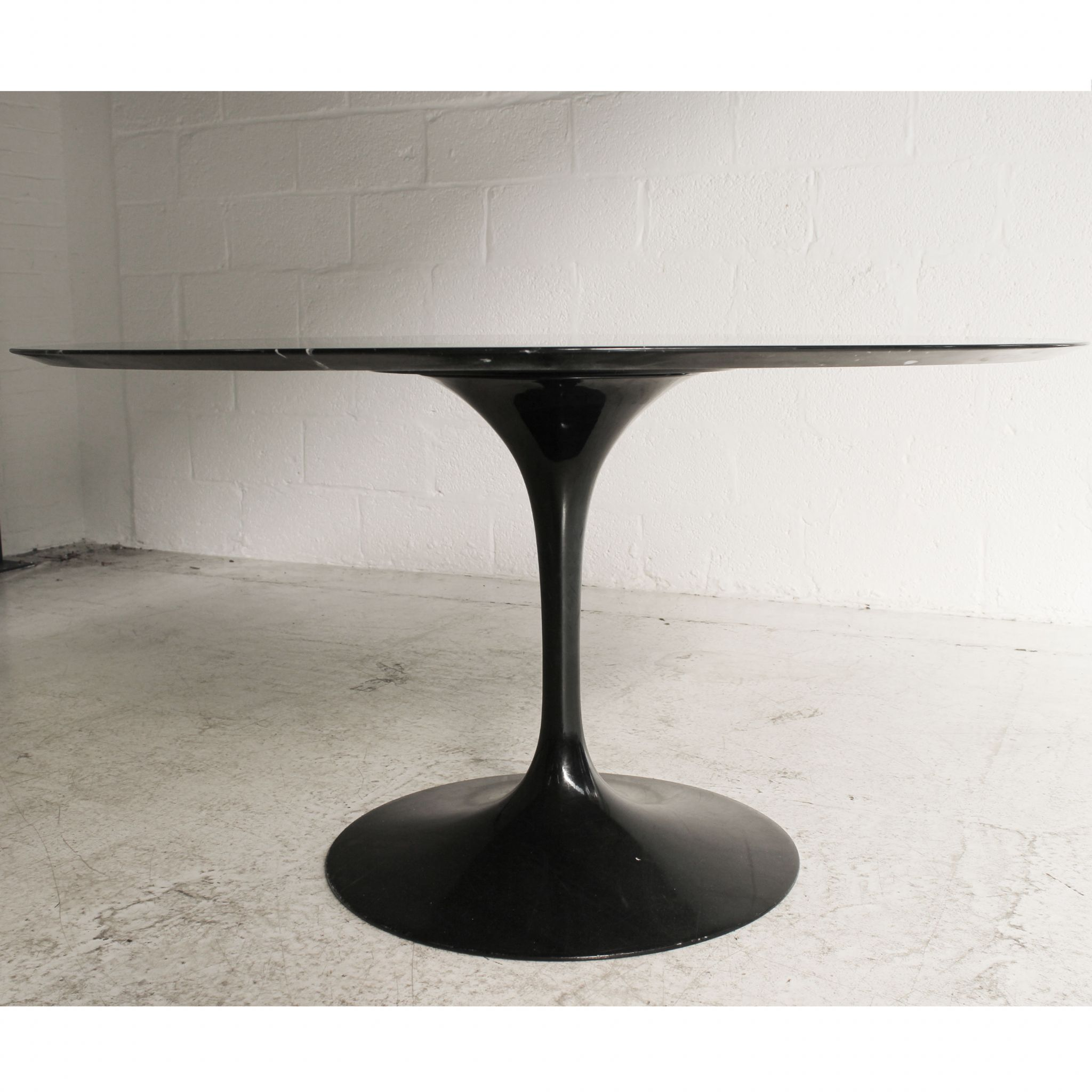 Knoll Eero Saarinen Tulip Dining Table Nero Marquina